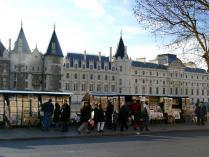 Conciergerie-Sainte-Chapelle-2.jpg