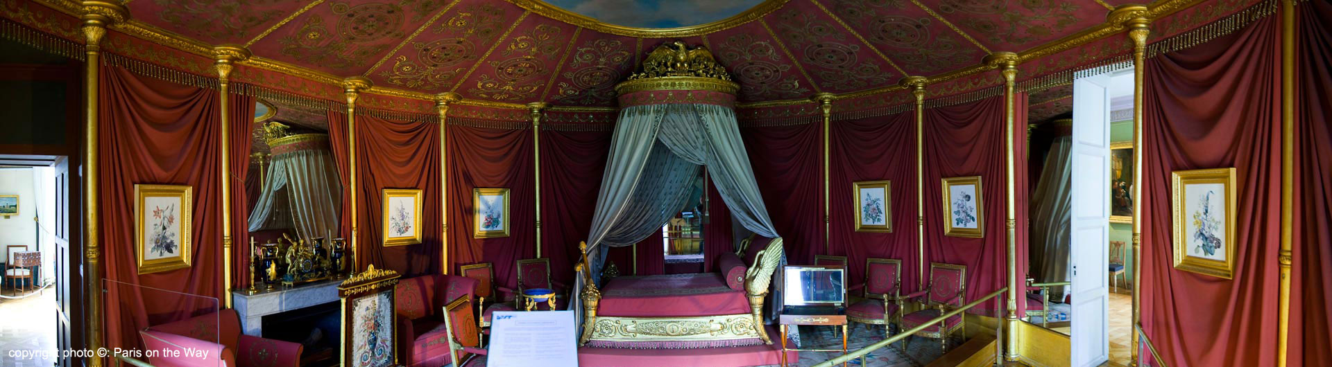 THE EMPRESS'S BEDROOM CHAMBER